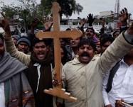 Pakistan, altre tre vittime della legge nera. Condanne a morte per blasfemia e rischio pogrom!