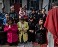 Chiese chiuse e preti arrestati: la repressione del cristianesimo in Cina!