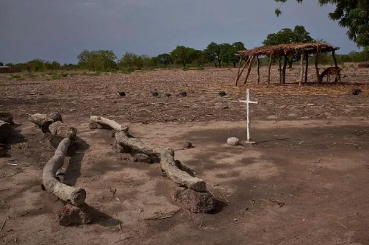 Ancora un sacerdote cattolico rapito e ucciso a colpi di machete in Nigeria!
