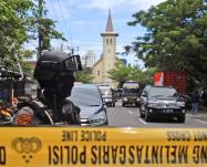 Kamikaze in una cattedrale cattolica in Indonesia, venti feriti. Arrestate 4 persone!